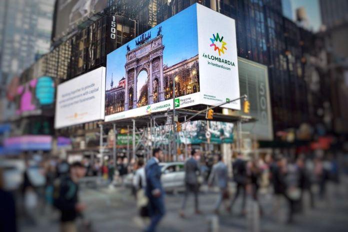 La pubblicità della Regione Lombardia a Times Square di New York
