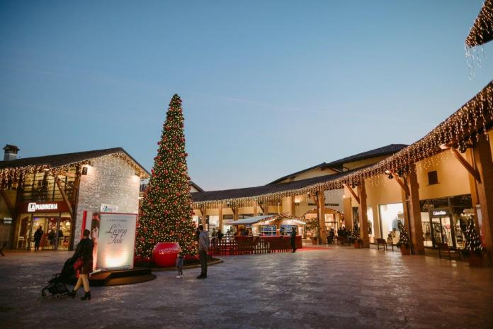 Luci di Natale all'Outlet Franciacorta
