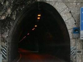 galleria sulla strada Gardesana occidentale