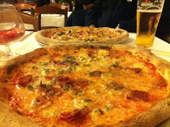 La pizza dell'Ottavo Nano di Brescia in una foto scattata da un cliente