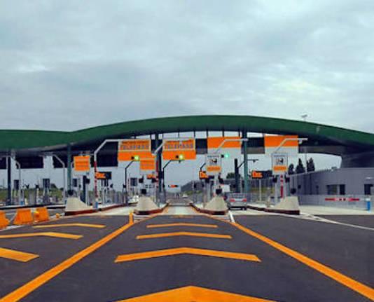 Un casello dell'autostrada A35 Brebemi