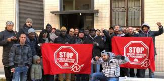 Il picchetto antisfratto degli antagonisti a Brescia