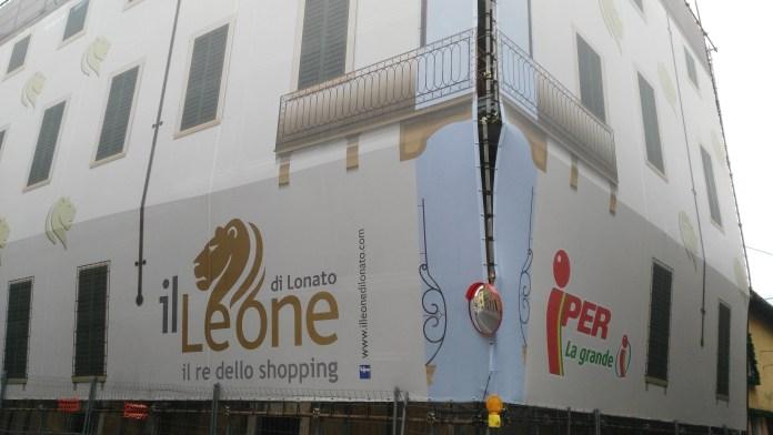 Palazzo Carpaneda rivestito da Il Leone Shopping Center - foto da ufficio stampa