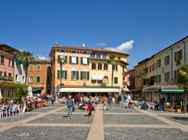 Piazza Carducci a Sirmione
