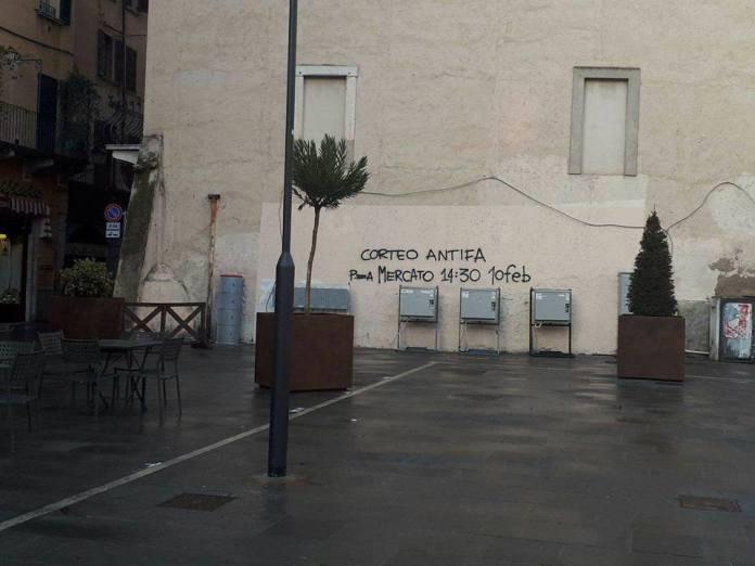Una delle tante scritte comparse sui muri di Brescia per