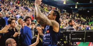 David Moss saluta i tifosi al termine della finale di Coppa Italia - foto da ufficio stampa