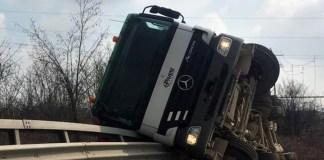 Camion ribaltato