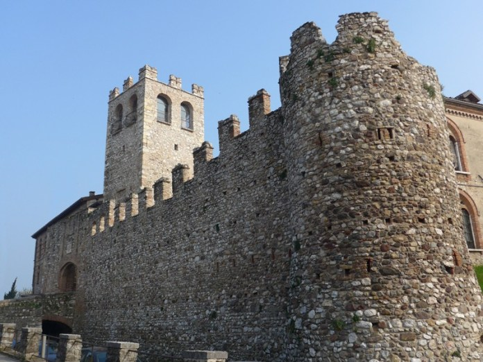 Il Castello di Desenzano, foto da Wikipedia
