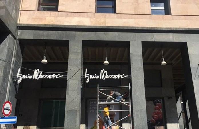 L'insegna della nuova pasticceria di Iginio Massari a Milano