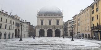 Piazza della Loggia con la neve