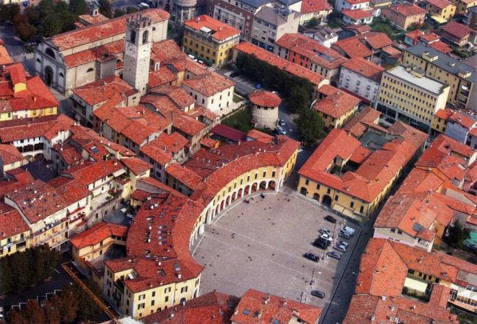 Una veduta aerea del centro storico di Rovato