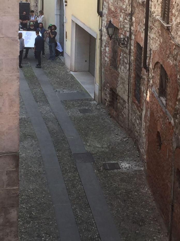 Fabio Volo torna a Brescia, in vicolo San Clemente, per alcune riprese, foto BsNews.it
