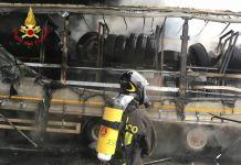 Camion in fiamme, intervento dei Vigili del fuoco di Brescia