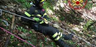 Vigili del fuoco in azione a Tremosine per recuperare un cane