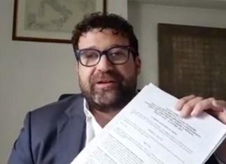 Giorgio Maione in un frame del video pubblicato su Facebook