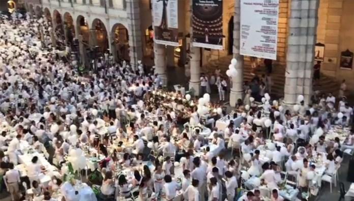 Celacena, grande folla in Corso Zanardelli per l'edizione 2018 della Cena in bianco