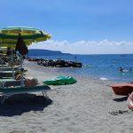 Il lido Azzurro di Toscolano Maderno, una delle spiagge più frequentate del Garda Bresciano, foto da Facebook