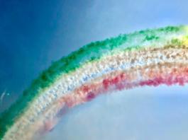 Le Frecce Tricolore sui cieli del lago di Garda, foto di Silvia Kildani per BsNews.it