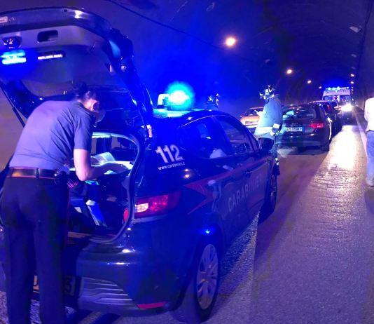 Intervento dei carabinieri in galleria