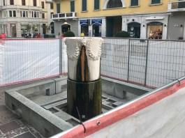 I lavori di manutenzione della fontana in corso Zanardelli