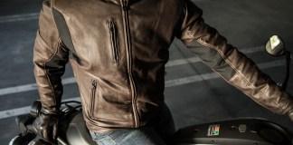 Giaccca in pelle per la moto