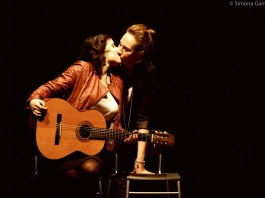Un'immagine dello spettacolo La Metafisica dell'amore, in programma al teatro Der Mast di Brescia