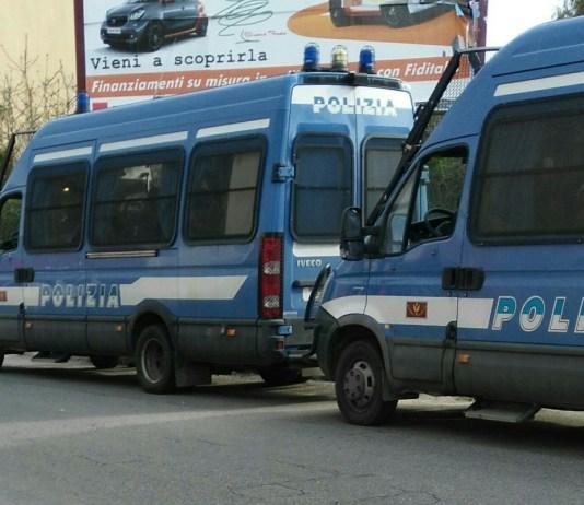 Camionette della Polizia, foto generica