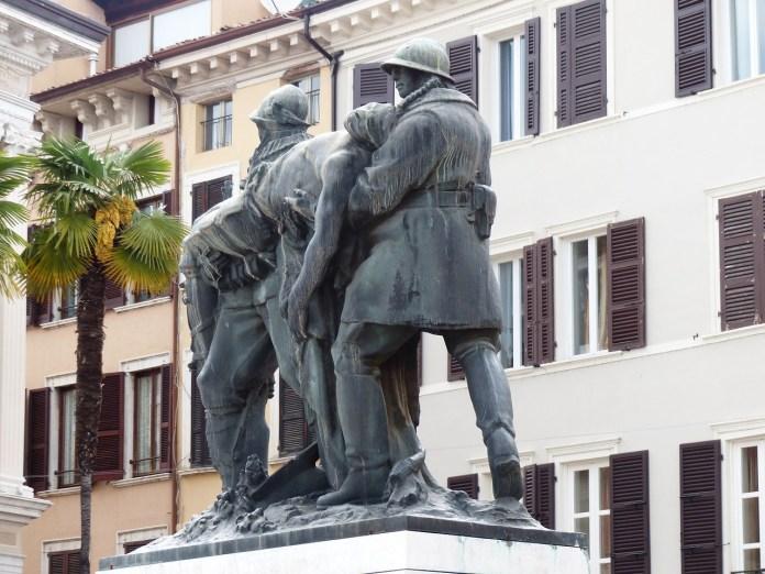 Il monumento ai cadutoi di Salò, foto da Pixabay