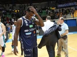 Delusione a fine partita di Awudu Abass, Pallacanestro Cantu' - Germani Basket Brescia - Ph Fotolive Simone Venezia