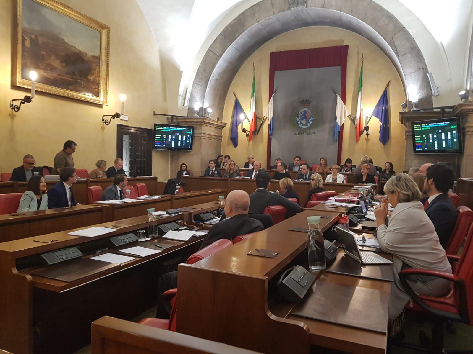 Brescia, consiglio e commissioni costano 1254 euro a ...