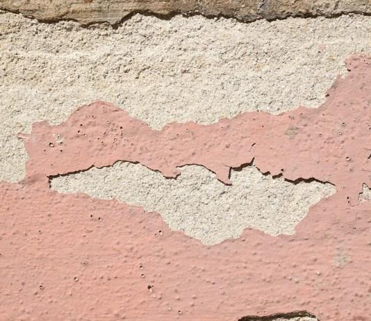 Muro senza intonaco - foto generica da Pixabay