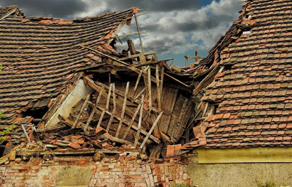 picture of a collapsed roof for norton ohio roofing