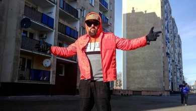 "Photo of ""A na ulicach pusto. A w TV ch***m wieje…"