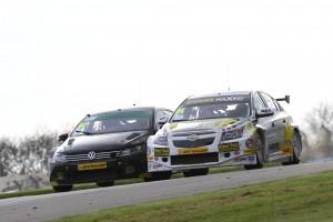 Aron Smith (IRE) Team BMR Volkswagen Passat CC and Josh Cook (GBR) Racing For Heroes Chevrolet Cruze