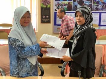 Pertukaran antara Puan Nurrita bt Bahran (Pembantu Tadbir Kewangan) dan Puan Siti Norasrikin bt Sharif (Pembantu Tadbir Perkhidmatan)