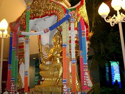 タイ王国バンコクの街角寺院