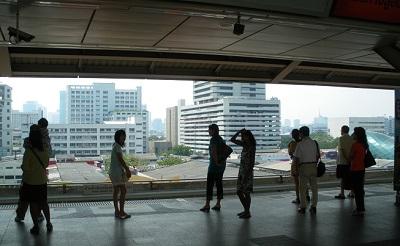 タイ王国バンコクの駅ホーム