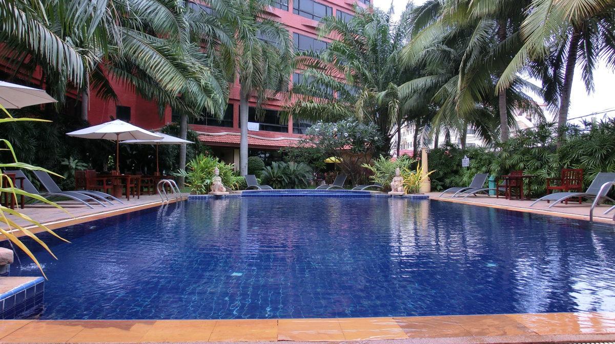 タイ王国パタヤのノヴァパークホテルプールサイド