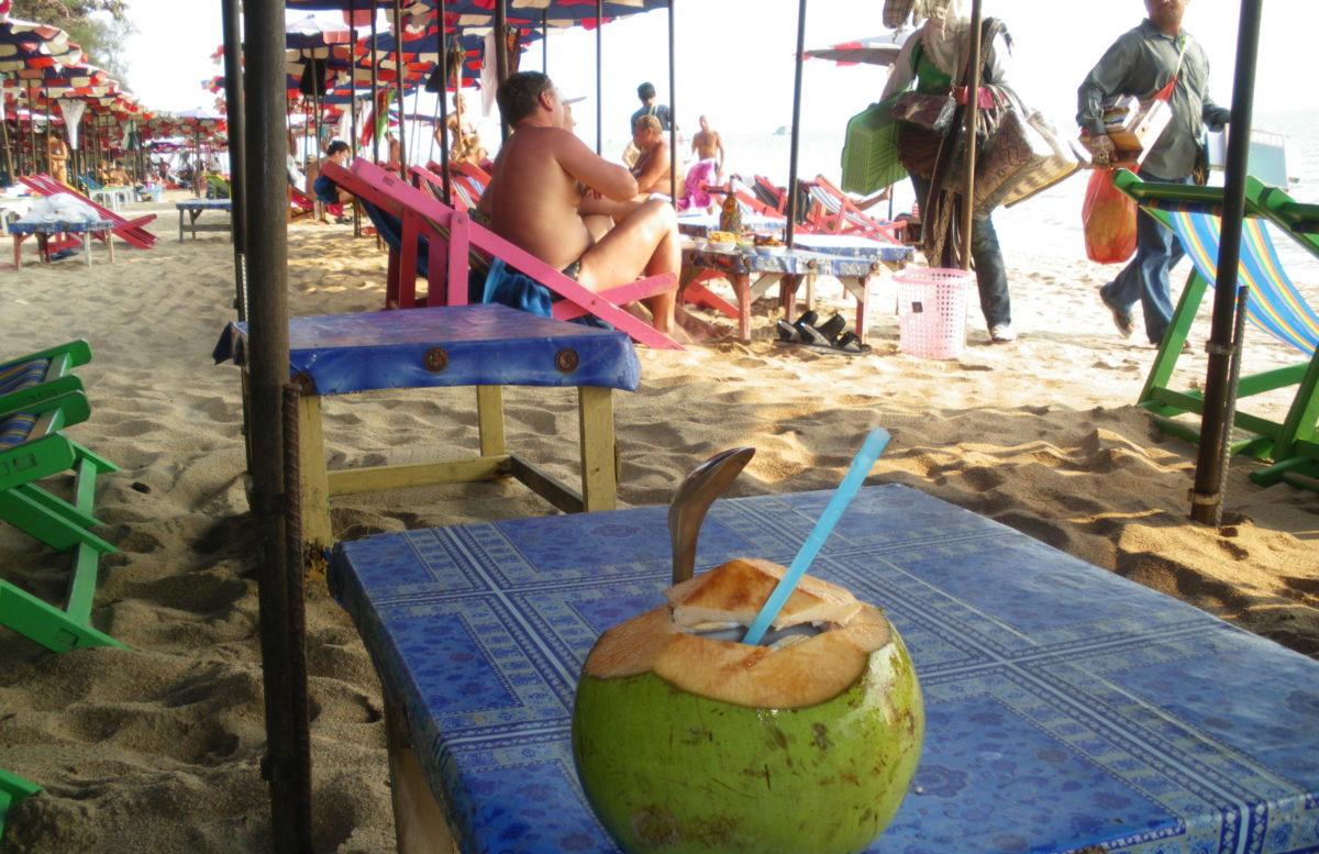 タイ王国ジョモテインビーチの行商