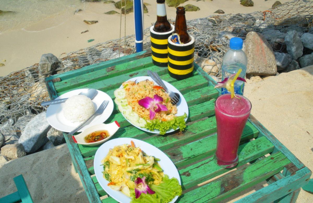 タイ王国ラン島でランチ