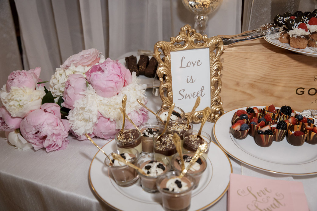 Wedding Sweet Table   Cafe Brauer   Chicago Wedding   Bubbly Moments