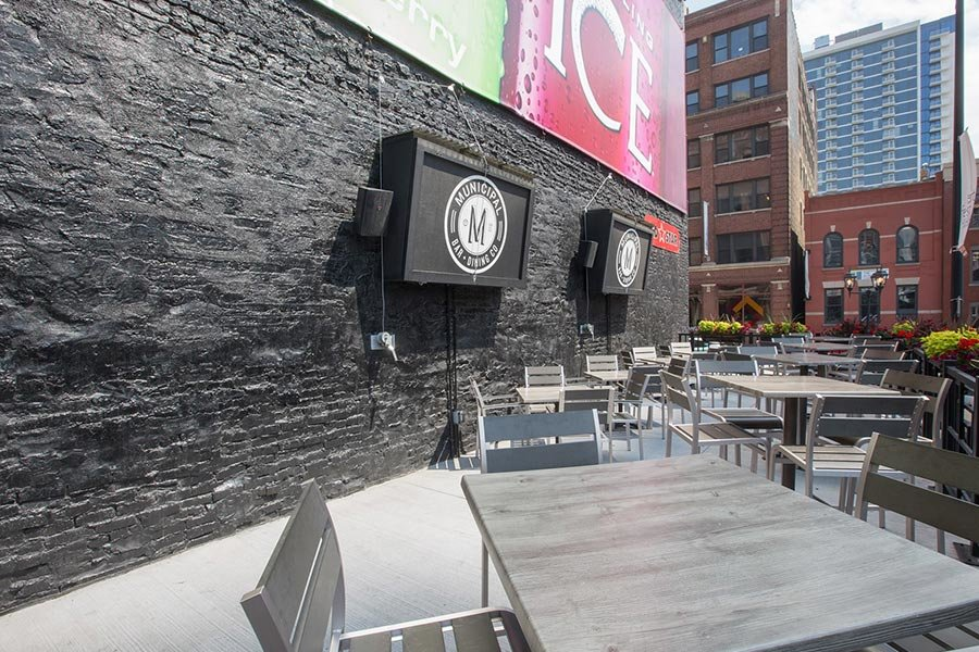 Municipal Bar and Dining Co | Best Sports Bars in River North | Chicago | Bubbly Moments