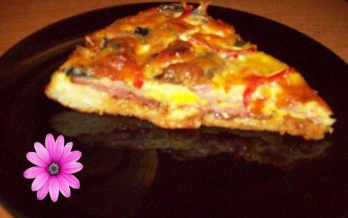 Retete Culinare - Pizza cu sunca si salam