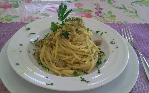 Retete Culinare - Spaghete cu ton si lamaie