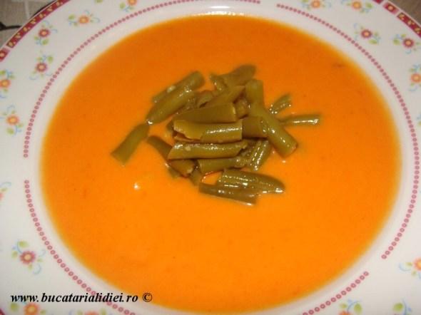 Supa crema de ardei rosu