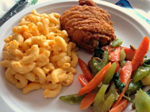 Gross' chicken, mac n'cheese and veggies