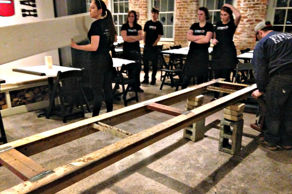 communal table support_edit