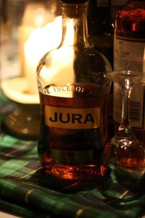 Jura Whiskey, Black Bass Hotel