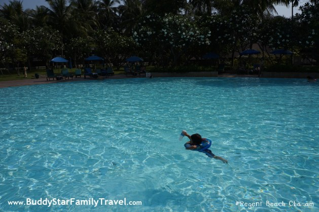 ที่พักหัวหินชะอำ_มีสระว่ายน้ำ_ติดทะเล_regent beach_เด็ก1