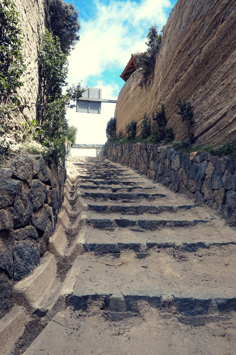 The walkway leading to the top of Lake Quilotoa